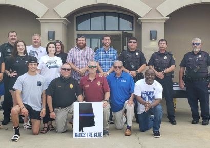 Community Prays, Shows Support for First Responders During Gathering at Wetumpka Police Department