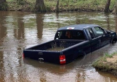 Vehicle Crashing into Pratt Park Creek